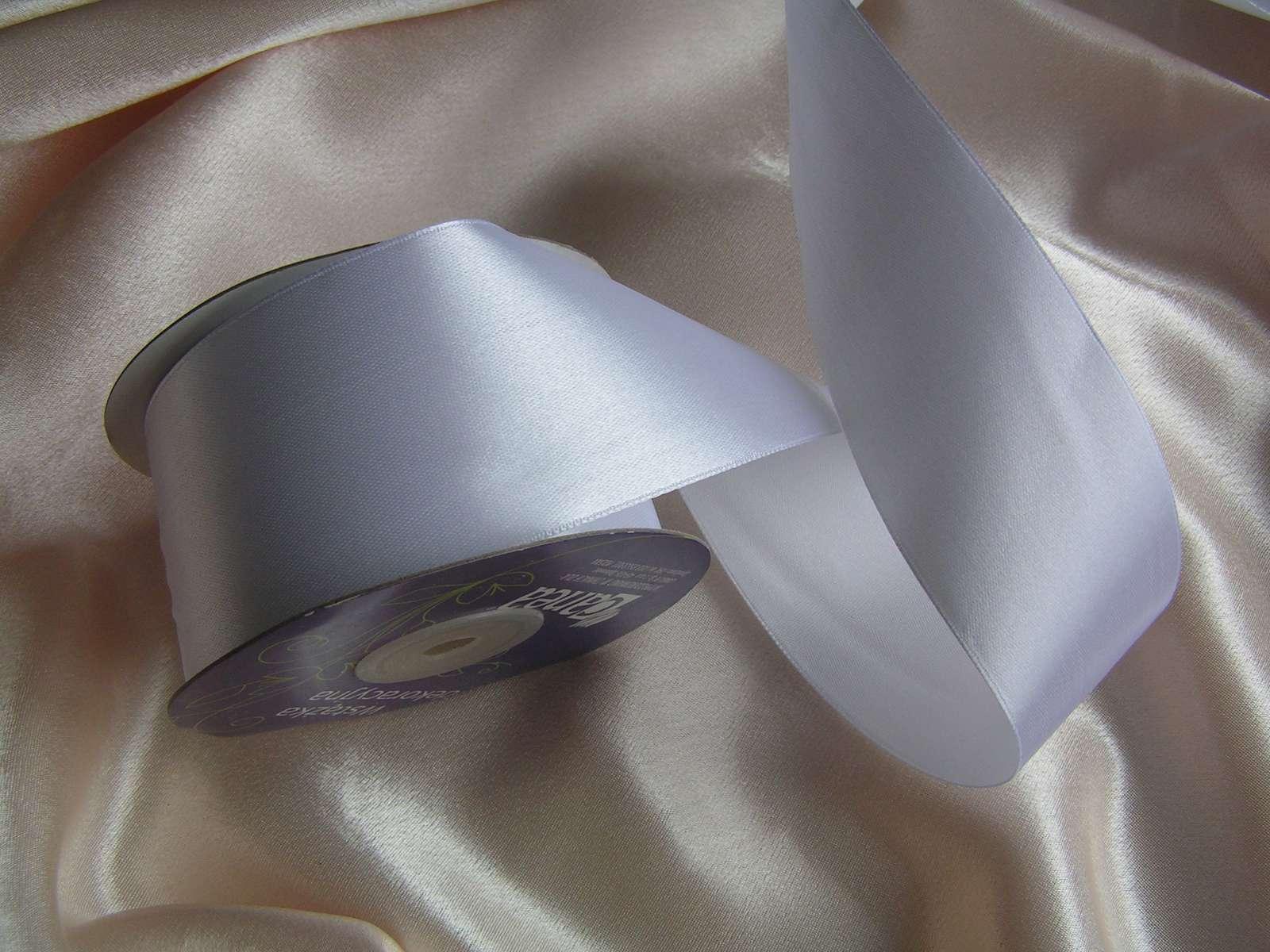 Bílá saténová stuha 40 mm - Obrázek č. 1