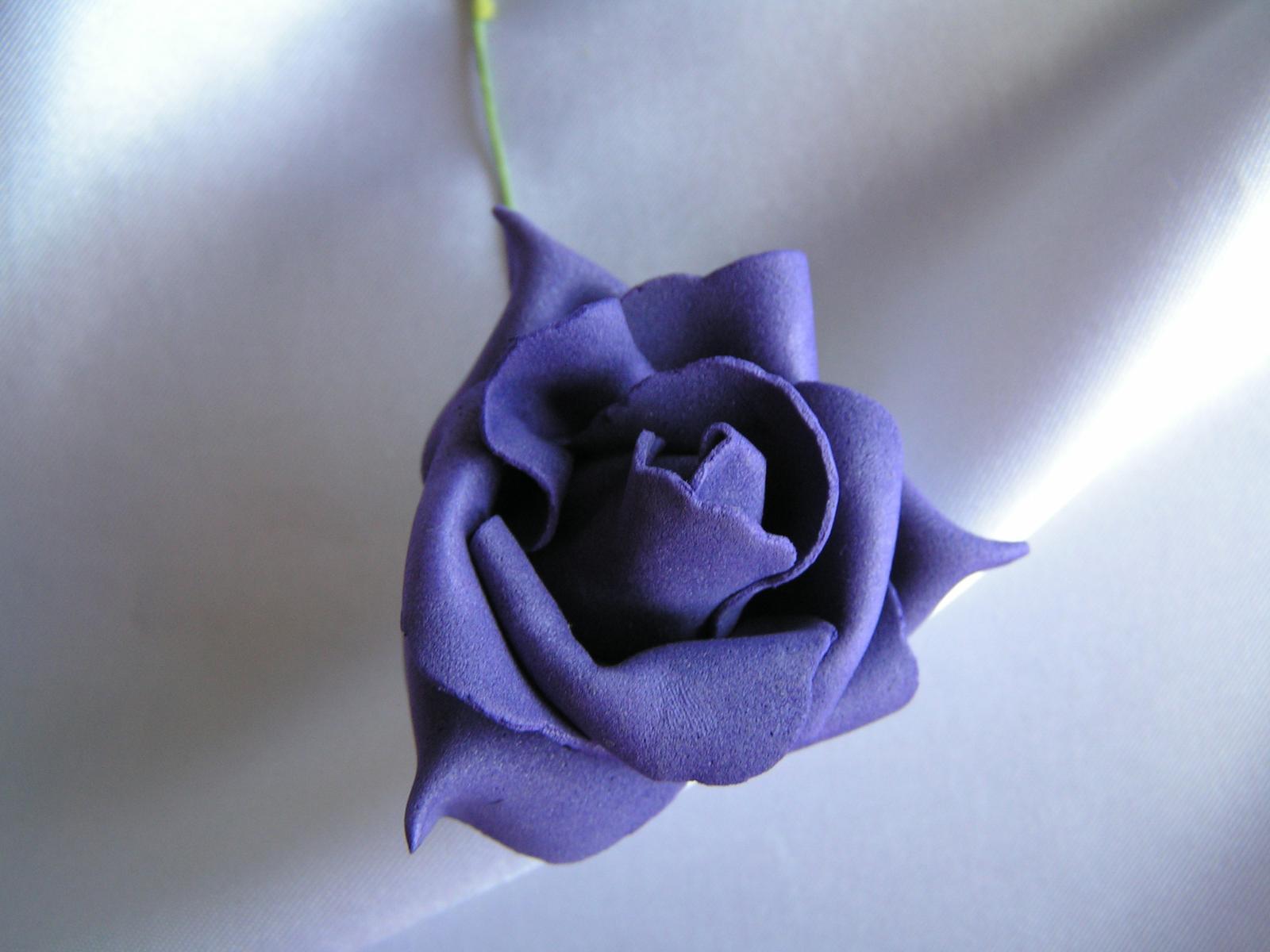Tmavě fialová pěnová růže - 5,5 cm - Obrázek č. 1