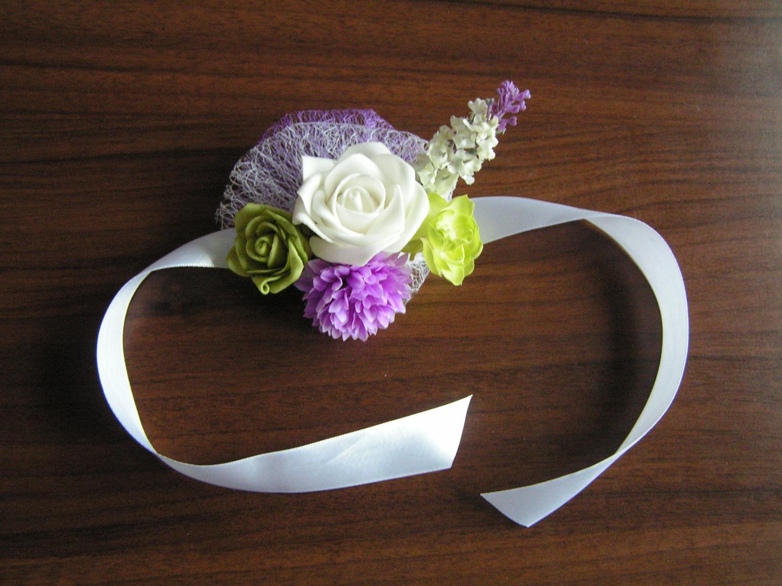 Náramek z umělých květin - Obrázek č. 1