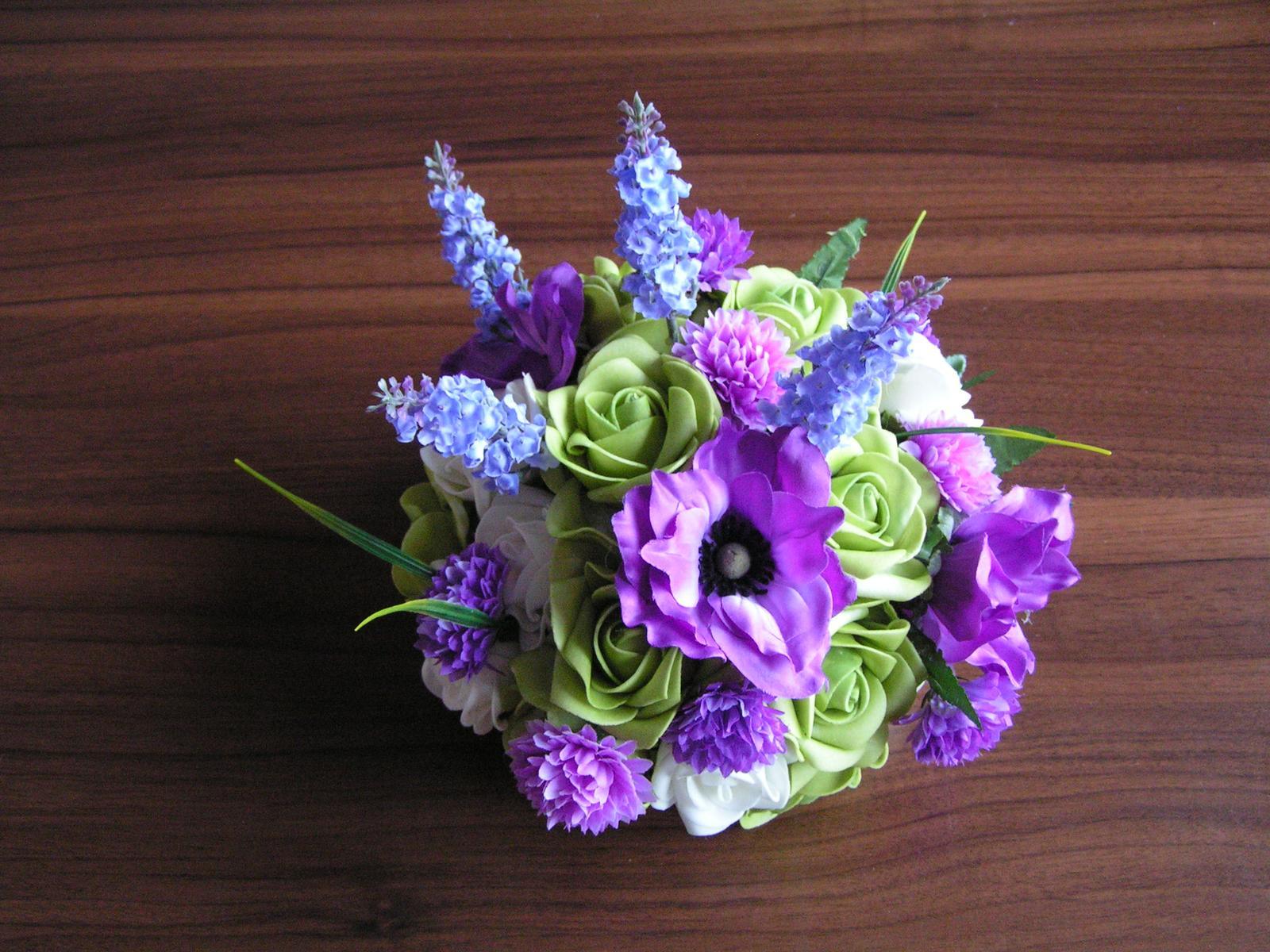 Kytice z umělých květin - Obrázek č. 1