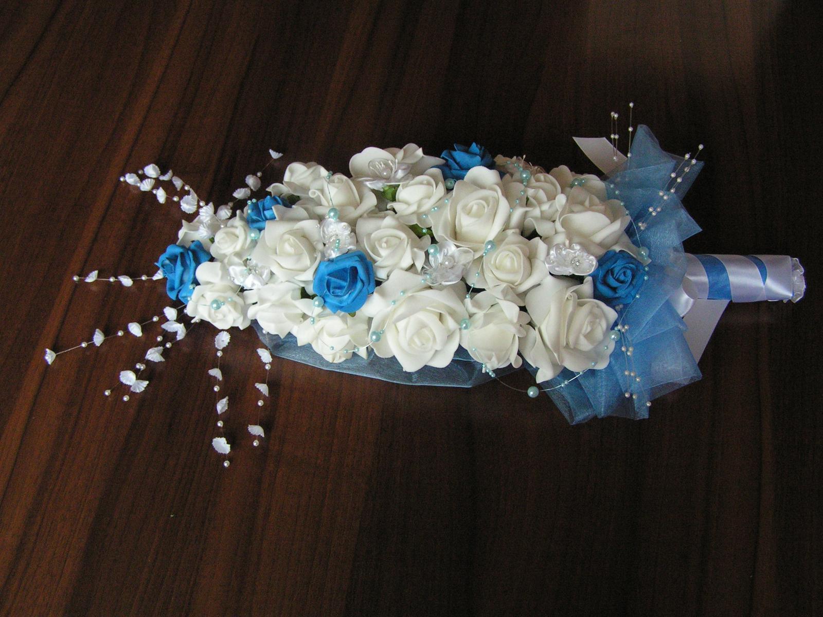 Podlouhlá kytice z pěnových růží - Obrázek č. 1
