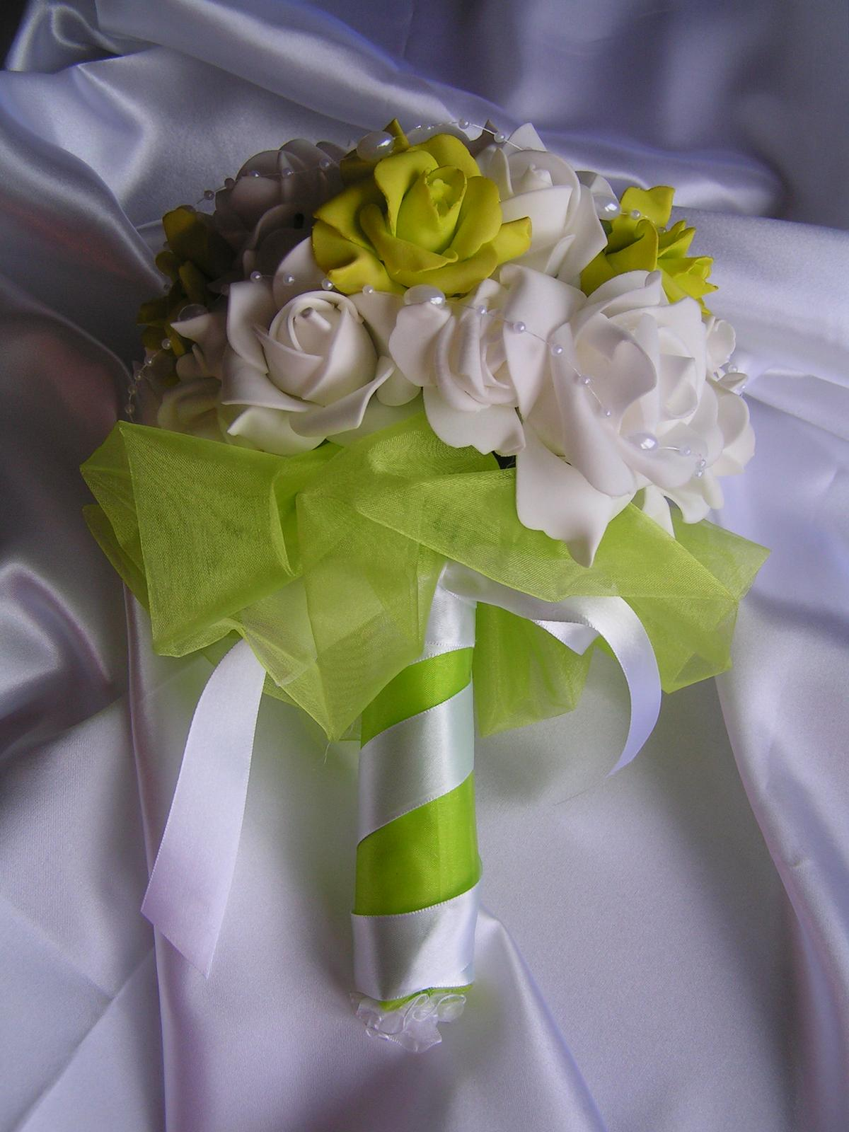 Kytice z pěnových růží - Obrázek č. 1
