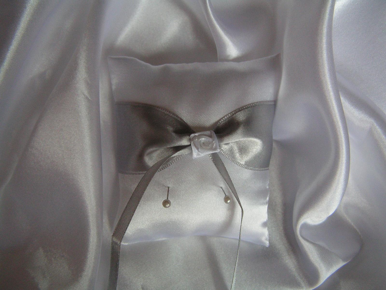Saténový polštářek pod prstýnky - Obrázek č. 2