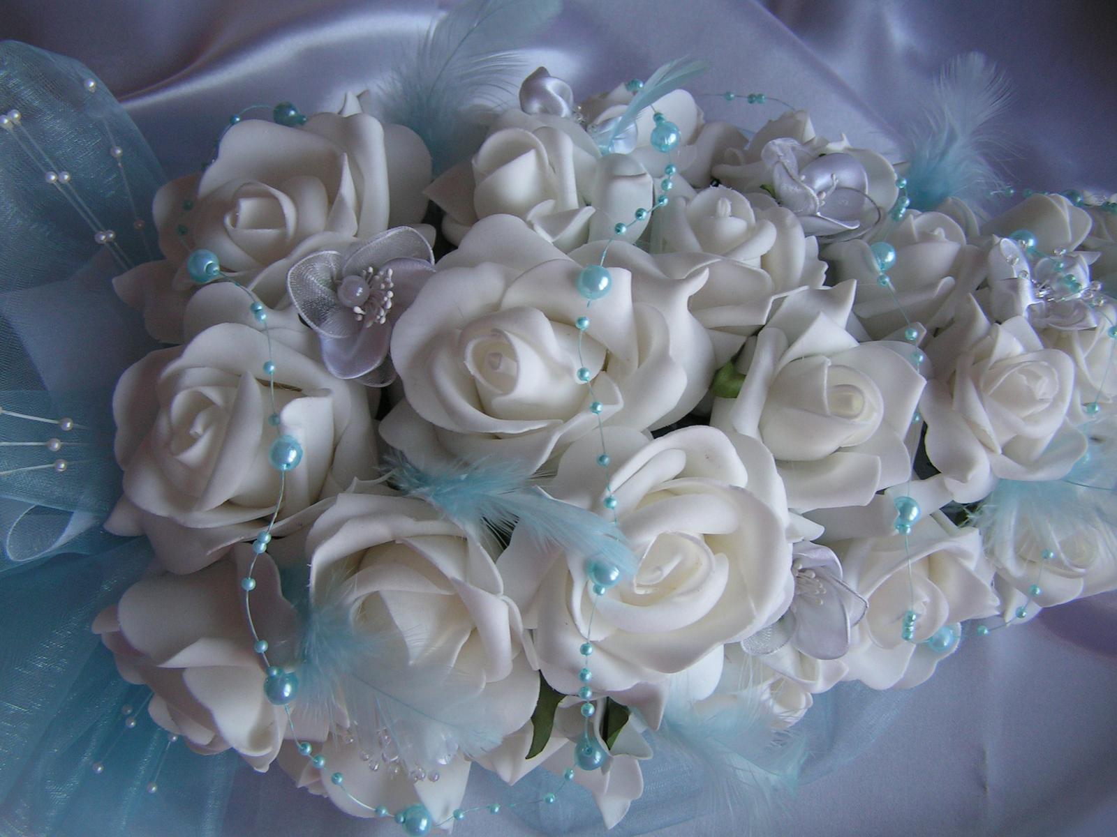Podlouhlá kytice z pěnových růží - Obrázek č. 2