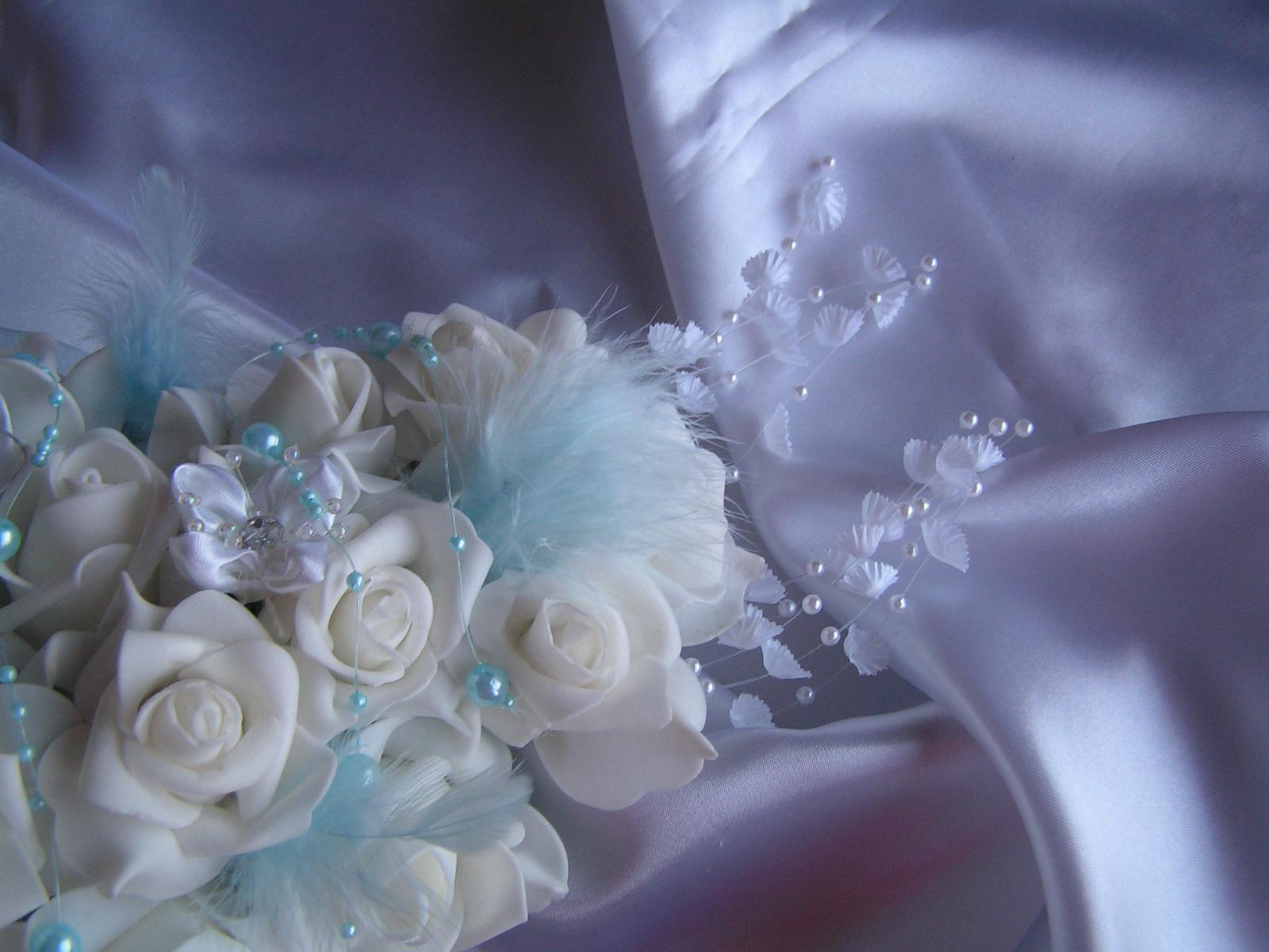 Podlouhlá kytice z pěnových růží - Obrázek č. 3