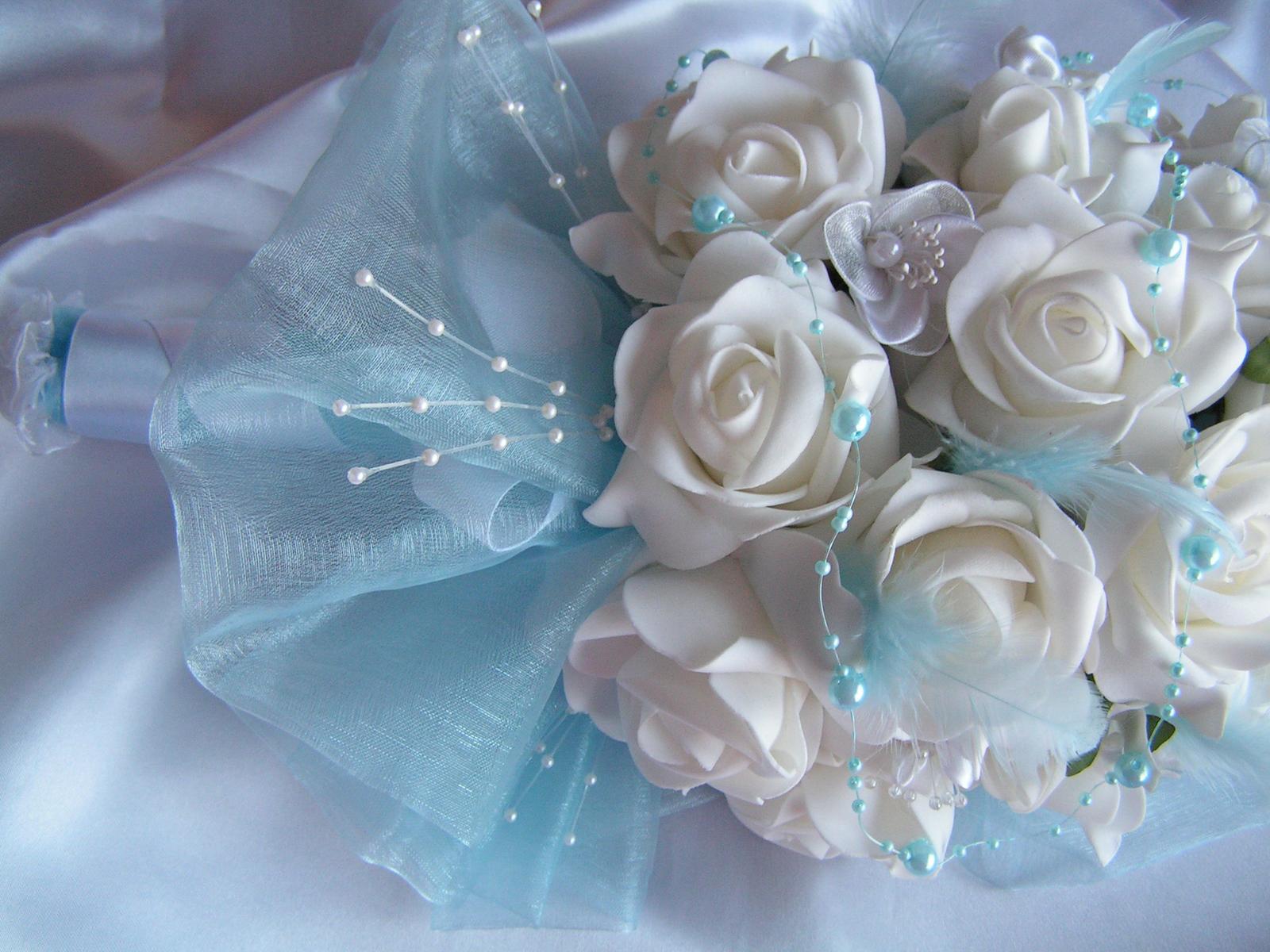 Podlouhlá kytice z pěnových růží - Obrázek č. 4