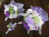 Kytice z umělých květin,