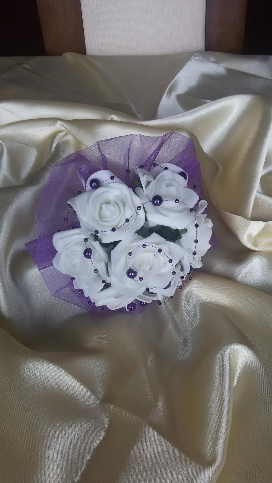 Menší kytice z pěnových růží - Obrázek č. 3