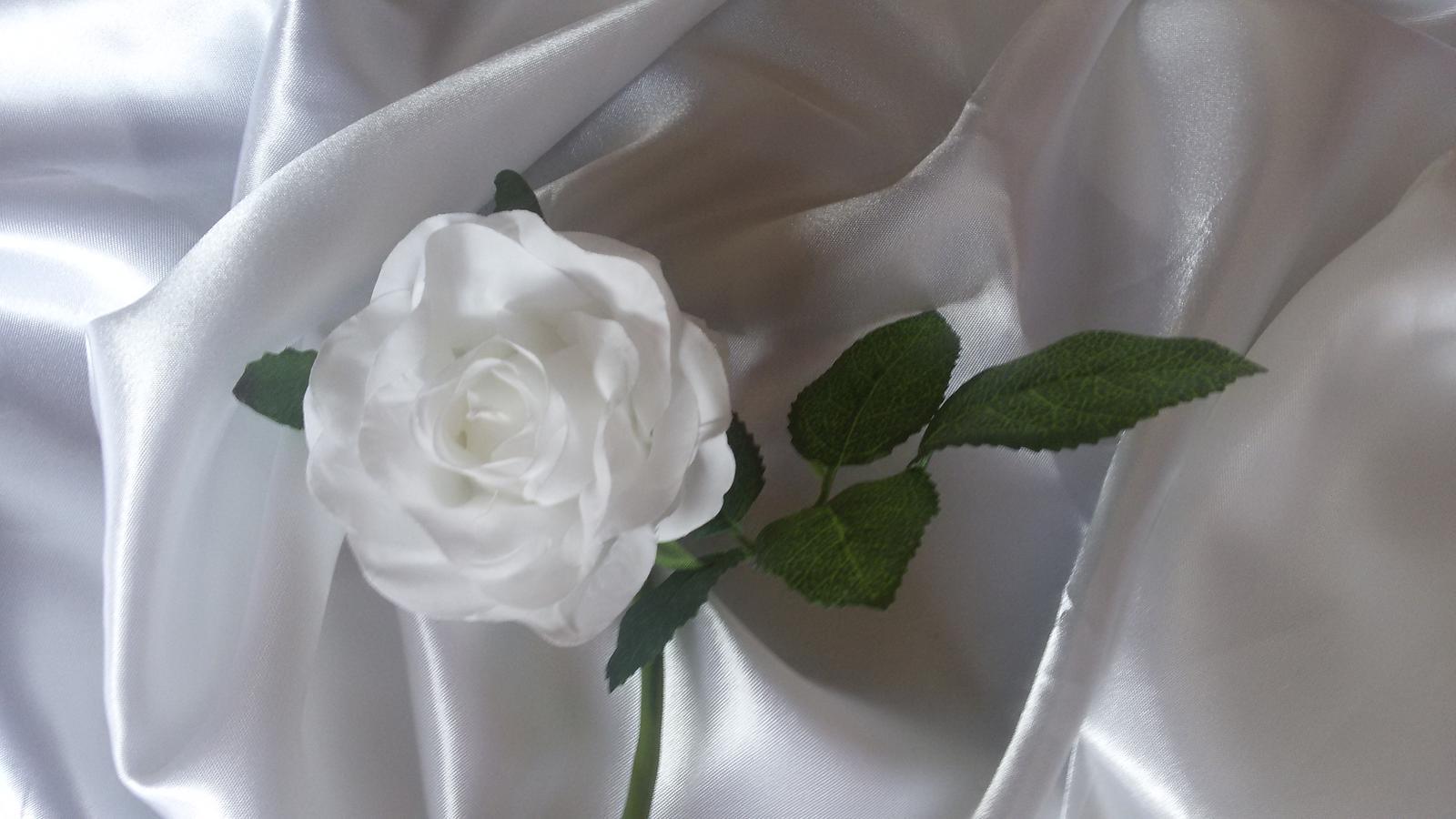 Textilní růže s listy - Obrázek č. 1
