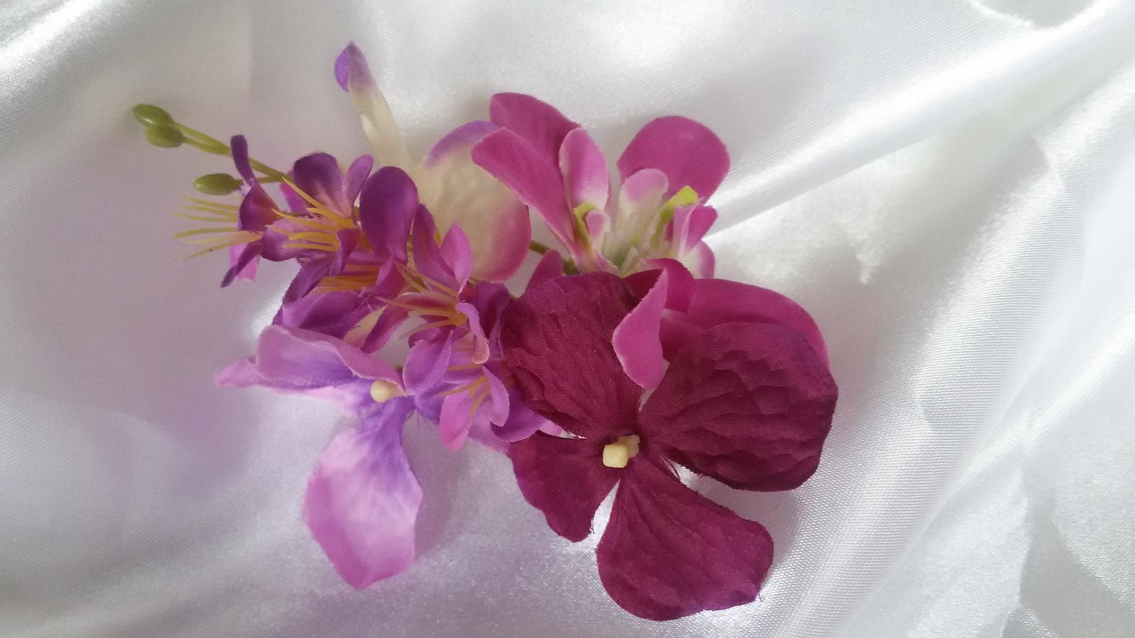 Skřipeček do vlasů s květinou - Obrázek č. 2