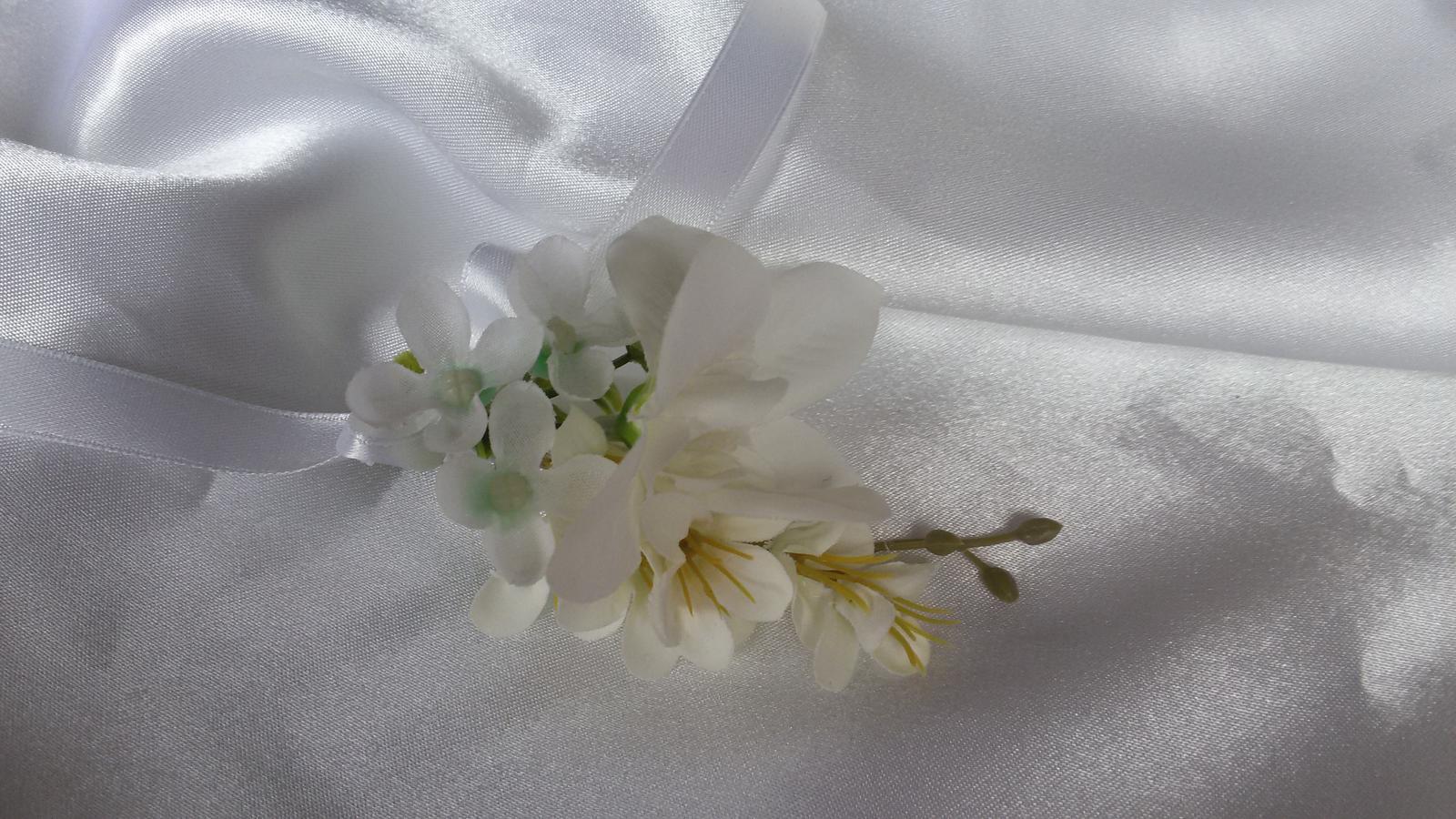 Skřipeček do vlasů s květinou - Obrázek č. 1