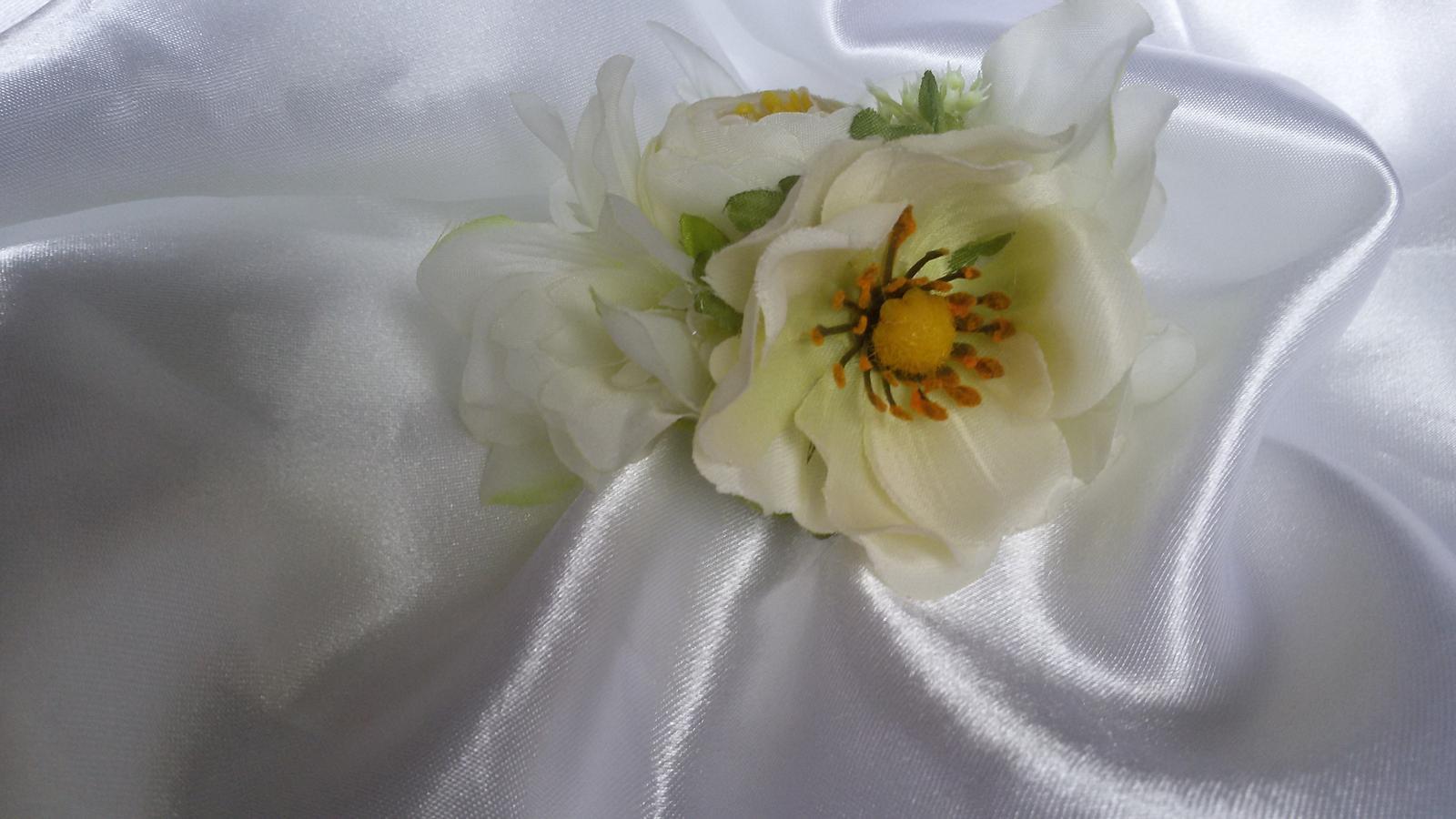 Skřipeček do vlasů s květinou - Obrázek č. 3
