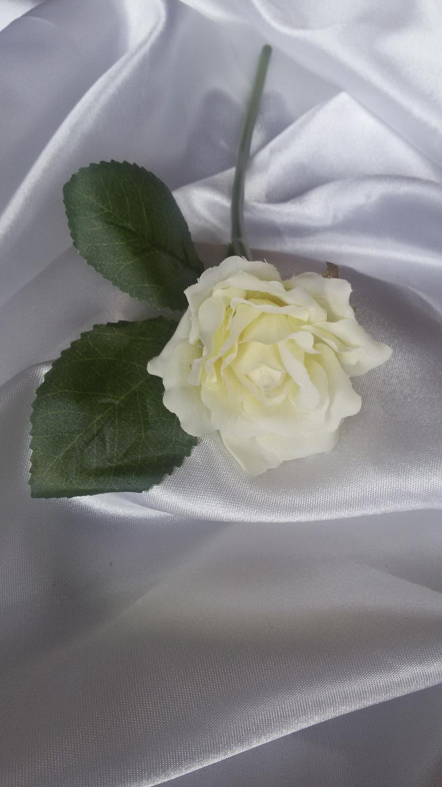 Textilní růže s listy - Obrázek č. 4