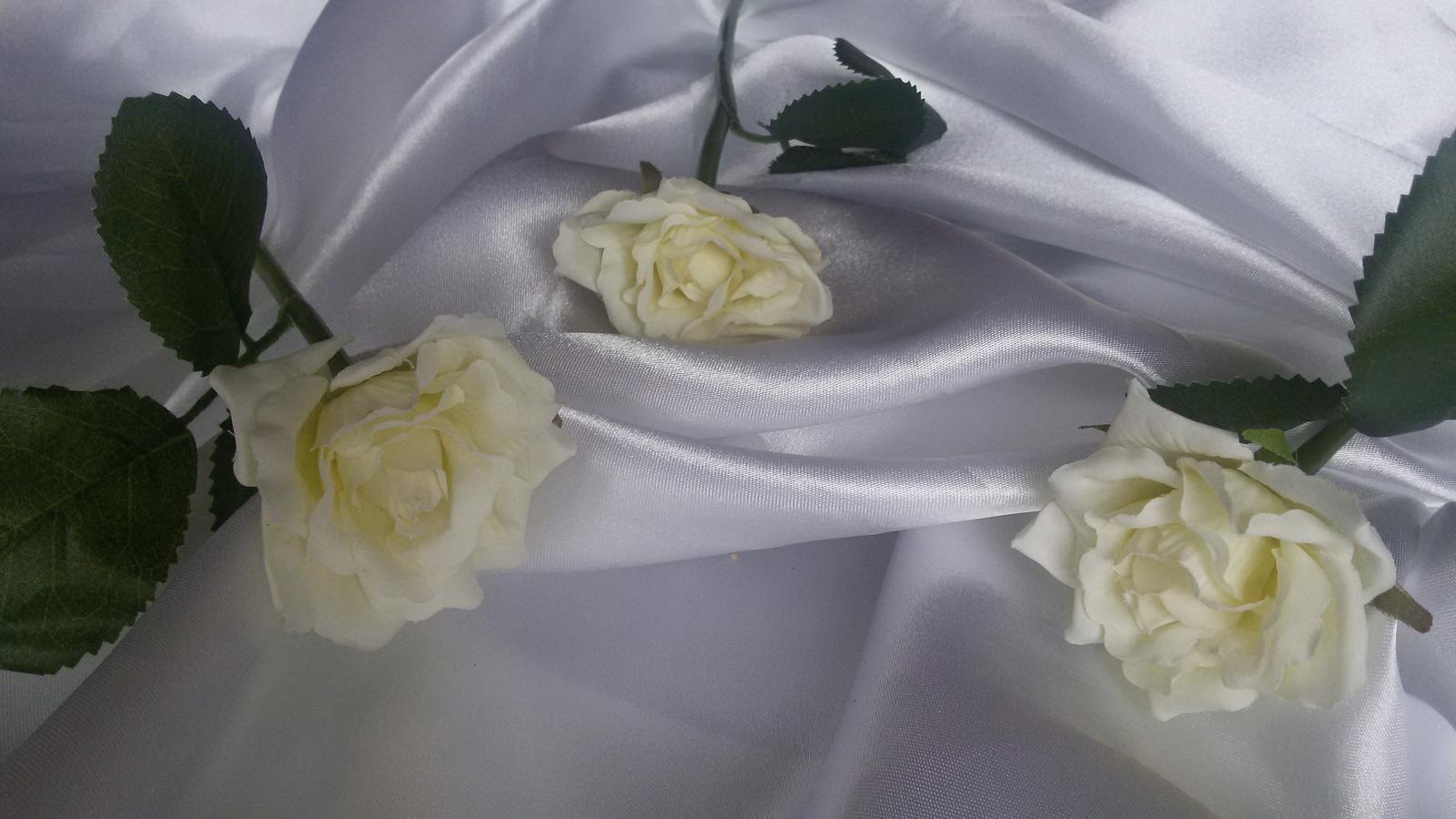 Textilní růže s listy - Obrázek č. 3