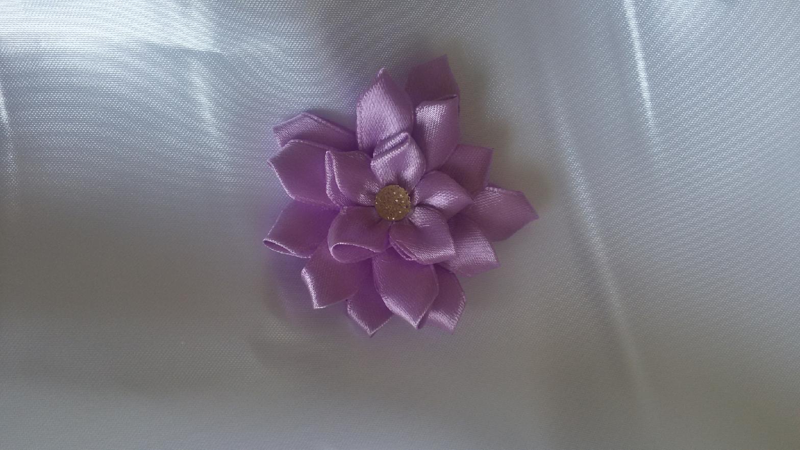 Saténová květinka - Obrázek č. 1