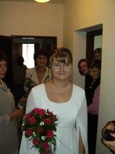 Všichni pokukujou po nevěstě moc hezká kytička!