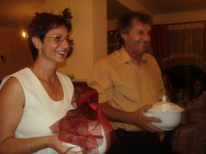 krstní rodičia s vienkom
