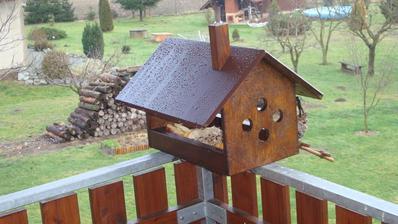 Nový domeček pro ptáčky (manželova výroba)