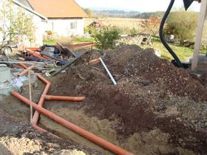 Napojování trubek k septiku a do obecní kanalizace
