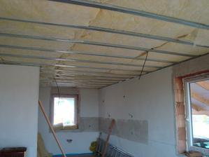 Izolace na strop položena v celém domečku