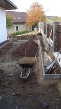 U plotu plánuji nějakou zeleň, zbytek plochy zámová dlažba