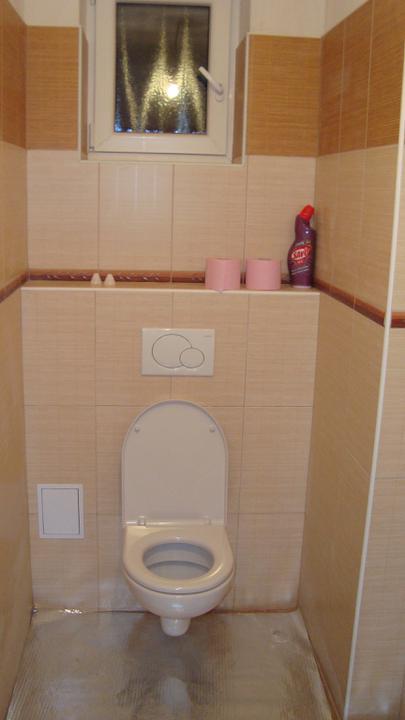 I my stavíme aneb pomalu ale jistě jdeme do finále - Samostatný záchod, už funguje:-)