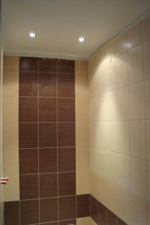I my stavíme aneb pomalu ale jistě jdeme do finále - Nové bodovky ve sprcháči a konečně vymalovaný strop