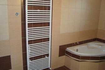 Nový žebřík koupelně(původní jsme museli reklamovat, protože se po týdnu začal loupat)