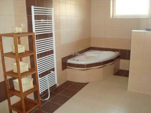 Koupelna a náš provizorní regálek