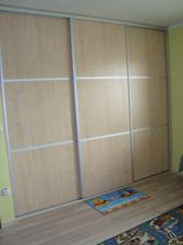Filípkova skříň v pokojíčku už má dveře