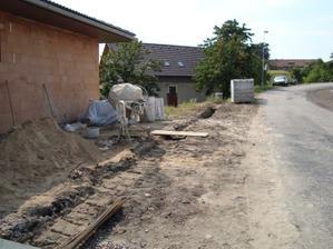 Kopeme základy na plot