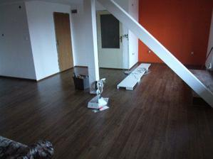 Velký skok nová podlaha, vymalováno a nahrubo uklizeno