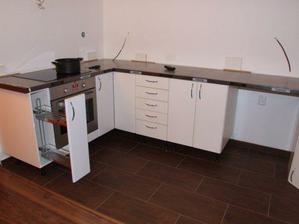 První část kuchyně