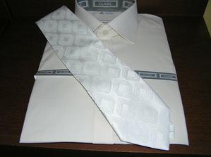 kosela a kravata mojho hleva po polnoci