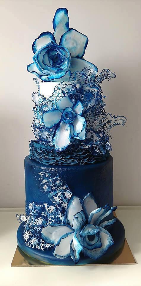 Niečo pre inšpiráciu pre budúce nevestičky... - netradičná svadobná torta