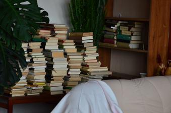 Knihy určené k odevzdání do antikvariátu.