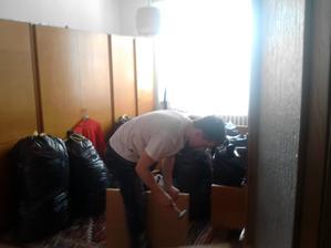 muž pracuje
