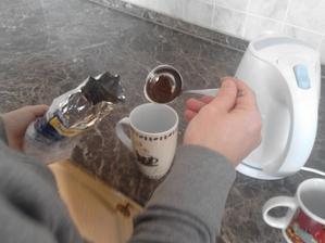 aneb když v celém bytě není jediná lžička a my máme chuť na kávičku :)