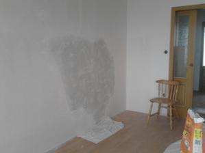 spravené vlny v obývacím pokoji...zeď bude červená