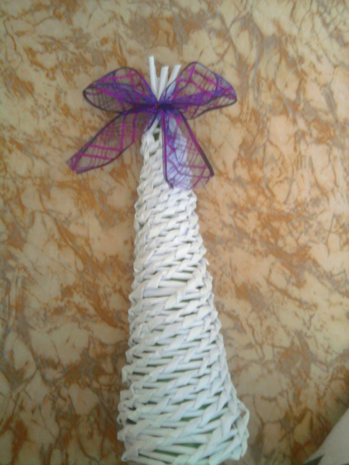 Môj relax :-) - Moja prvá skúsenosť s papierovým pletením... Môj stromček... :)