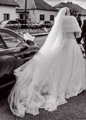 Celokrajkové svatební šaty s vlečkou a dl. rukávem, 46