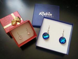 moje krásne darčeky k promóciám a k 25-ke  ... mám v pláne ich využiť len ešte neviem ktoré vezmem ku ktorým šatočkám :-)