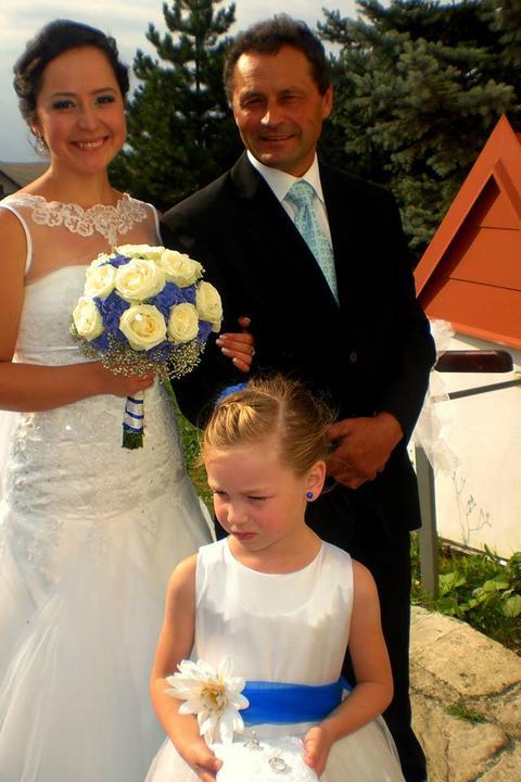 Zatiaľ len foto od svadobčanov... už sa neviem dočkať na viac foto... :-) - Obrázok č. 1