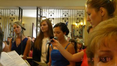 Moja malá sestrička... tu rozplakala asi celý kostol... ešteže som bola psychicky na tú pieseň pripravená.