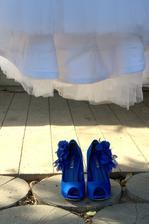 niečo modré...