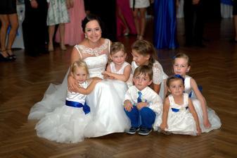 škoda že sa mi nepodarilo nahnať všetky detičky na jednu kopu... ešte mi ich tam zo šesť chýba...