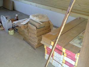 a takto skladujeme stavebný materiál... :-) v šatníku...