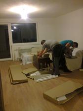a už sa dáva do kopy nábytok...