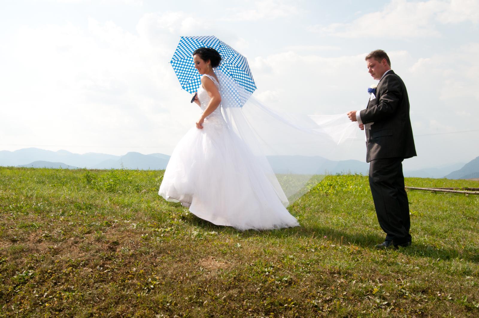 Anežka{{_AND_}}Pavol - jediná fotočka s dáždnikom... :-(