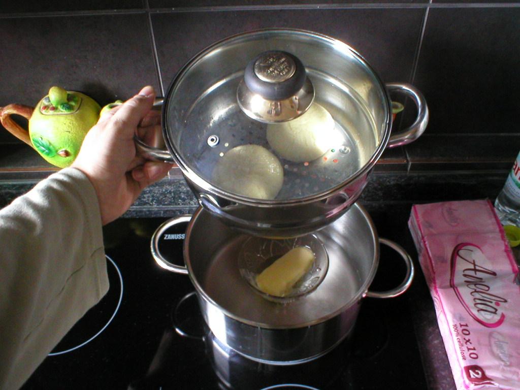 Všeličo - Maslo na parené buchty treba dať do misky pod buchty. Keď sú buchty hotové, maslo je už dávno roztopené.